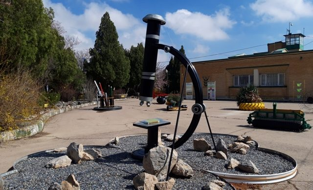 گوشه ای از فضای سبز و محوطه مرکز تحقیقات و آموزش
